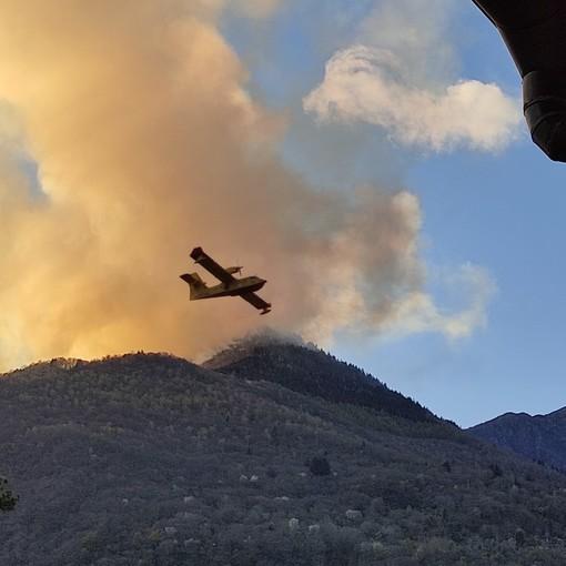 Incendio in valle Cannobina: il peggio e la paura sembrano essere alle spalle