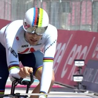 Nemmeno una foratura ferma Filippo Ganna, sua la seconda crono del Giro