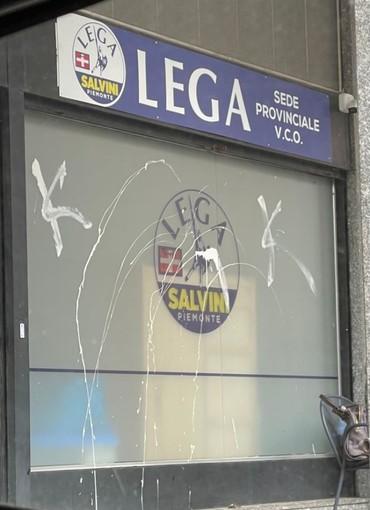 """Imbrattata con vernice la sede della Lega a Verbania, Montani: """"Denunceremo l'autore del gesto vandalico"""""""