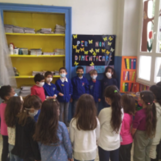 Una piccola biblioteca di classe per i bambini dell'Istituto Comprensivo Beltrami di Omegna