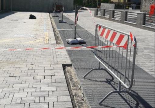 Cannobio, si staccano gli autobloccanti: chiuso parzialmente il parcheggio del centro medico