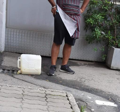 Olio delle friggitrici versato nei tombini, polemiche ad Omegna sullo Street Food