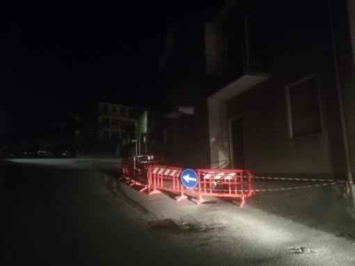Omegna, crolla parte di un balcone in via per Granerolo: zona messa in sicurezza