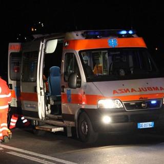 Incidente sulla Statale 33 tra Arona e Dormelletto, grave un motociclista