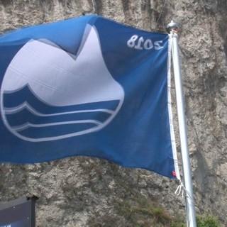 Spiagge pulite: polemico addio di Cannobio e Arona alla Bandiera blu