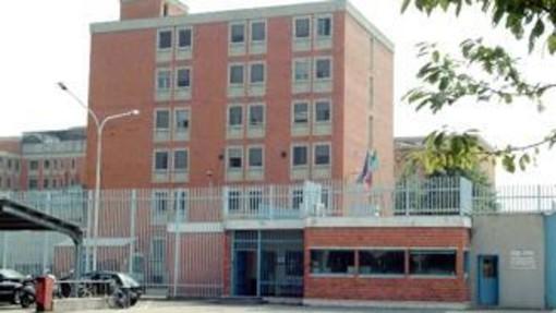 In carcere per il tentato omicidio del padre, aggredisce due agenti della penitenziaria