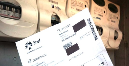 """Federconsumatori: """"Ogni famiglia spenderà 400 euro in più all'anno per luce e gas"""""""