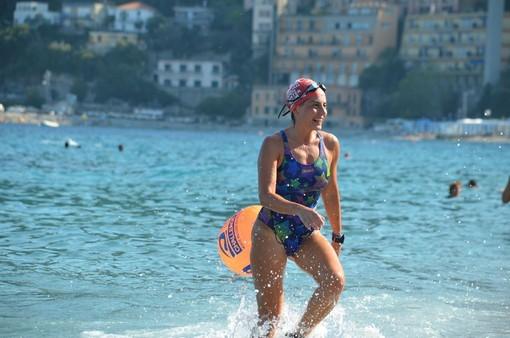 L'ossolana Elena Princivalle tra i 15 nuotatori della staffetta Palermo - Ustica
