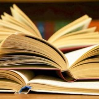 'Un mondo di libri', raccolta fondi per arricchire le biblioteche delle scuole superiori di Verbania