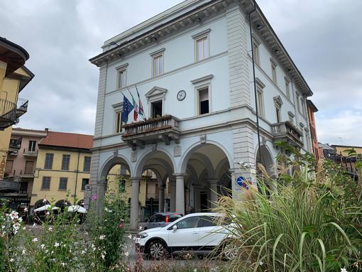 Nuovi atti vandalici a Crusinallo: rotti gli specchietti delle auto parcheggiate alla stazione