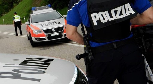 """Motociclista italiano """"brucia"""" il limite di velocità in Ticino: denunciato come pirata della strada e moto sequestrata"""