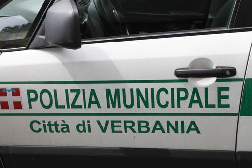 Assembramenti davanti al bar, interviene la Polizia locale