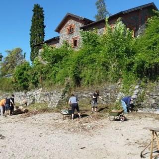 La spiaggia del Sasso di Intra torna a essere fruibile grazie al volontariato